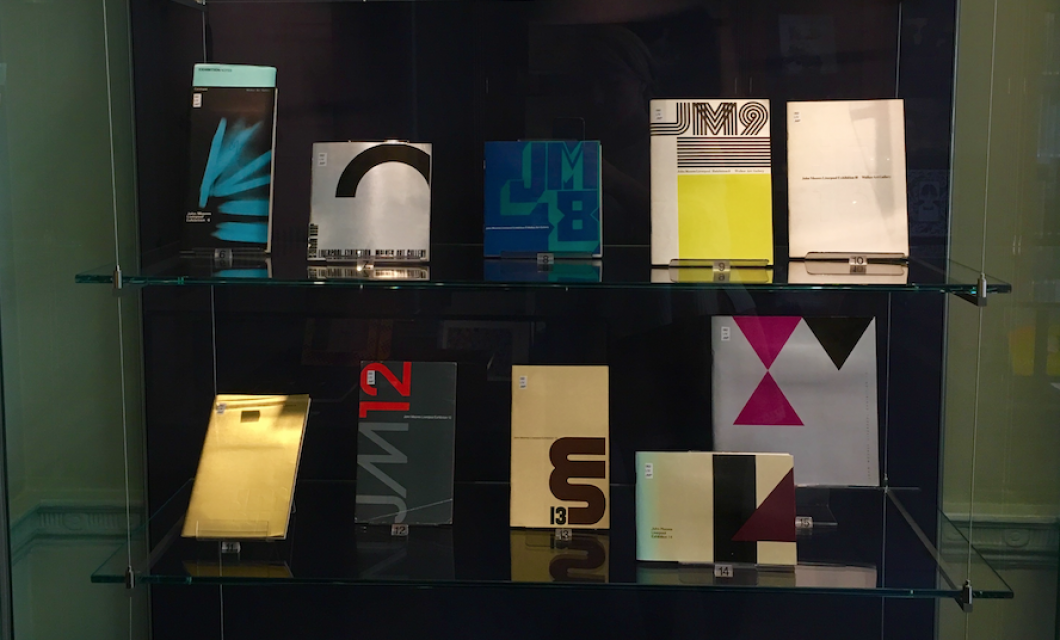 Display of exhibition catalogues in virtine